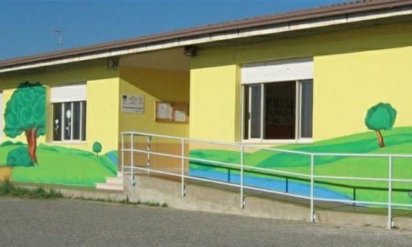Roccani, Genitori sul piede di guerra: «A scuola non si entra neanche con il Green Pass»