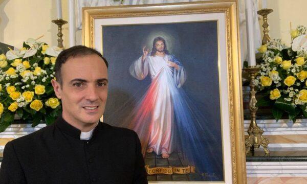 Don Francesco Cristofaro festeggia i suoi 15 anni di sacerdozio. Gioia nella comunità di Simeri
