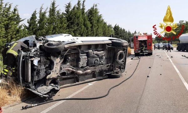 Simeri Mare, Incidente sulla Statale 106. Si ribalta un furgone: conducente in ospedale